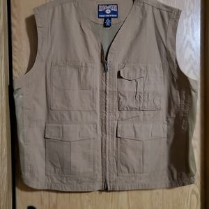 Duluth trading fishing/hunting vest